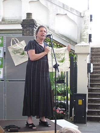 Susan Kramer, Baroness Kramer - Kramer at a reusable bag launch at Kew Gardens station