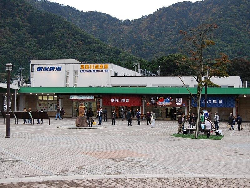 駅舎・駅前広場(2008年10月)