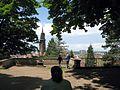 Terrasse auf dem Schlossberg in Freiburg mit Münsterturm 3.jpg