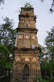 The Pagoda in the East Huacheng Temple 08 2015-04.JPG