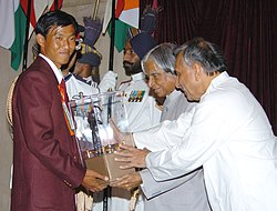 The President Dr. A.P.J. Abdul Kalam presenting the Arjuna Award -2005 to Shri Tarundeep Rai for Archery, at a glittering function in New Delhi on August 29, 2006.jpg