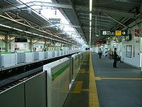 Tokyu-railway-meguro-line-Fudomae-station-platform.jpg