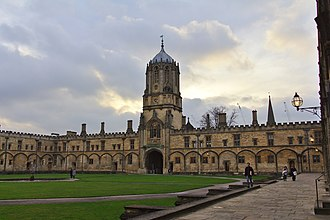 Tom Tower as seen from Tom Quad Tom quad Tom tower by Pavel Kliuiev.jpg