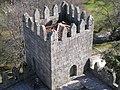 Torres inferiores do Castelo de Guimarães vistas da Torre central 05.jpg