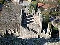 Torres inferiores do Castelo de Guimarães vistas da Torre central 07.jpg