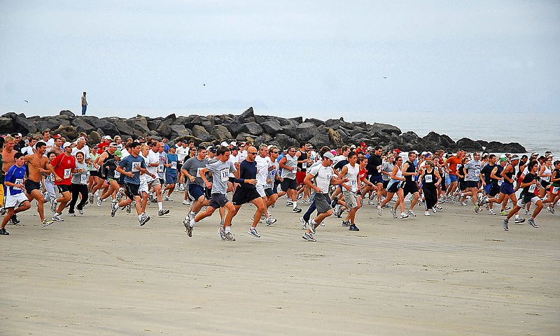 File:US Navy 070617-N-4774B-163 Runners pass the starting line of the 8.2 mile Low Tide Ride and Stride race from Imperial Beach-to-Coronado, California.jpg