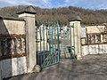 Une des entrées du cimetière de Beynost (février 2020).jpg