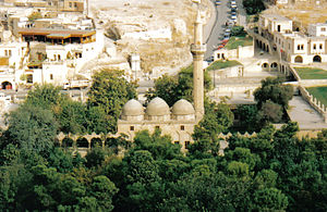 Mezquita construída sobre el lugar de nacimiento de Abraham, según la tradición.