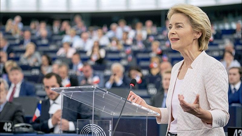Datei:Ursula von der Leyen presents her vision to MEPs.jpg