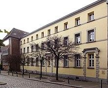 Datierung eines Gymnasiums an der Hochschule