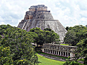 Pyramid of the Magician - Image: Uxmal, 2011