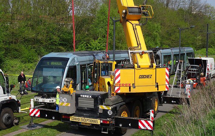 Valenciennes & Anzin - Déraillement de la rame de tramway n° 17 à la sortie du dépôt de Saint-Waast le 11 avril 2014 (073).JPG