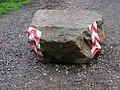 Veltrusy, zámecký park, kámen u vjezdu.jpg