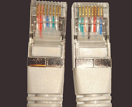 Ethernet crossover cable, showing wiring at each end Vergleich 2von2 Crossoverkabel.jpg