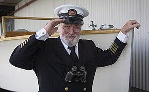 Veteran seaman in full captain uniform salutes, Auckland - 1091.jpg