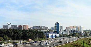 Панорама города с моста через железную дорогу на ст. Расторгуево