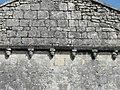 Vindelle église modillons façade.jpg