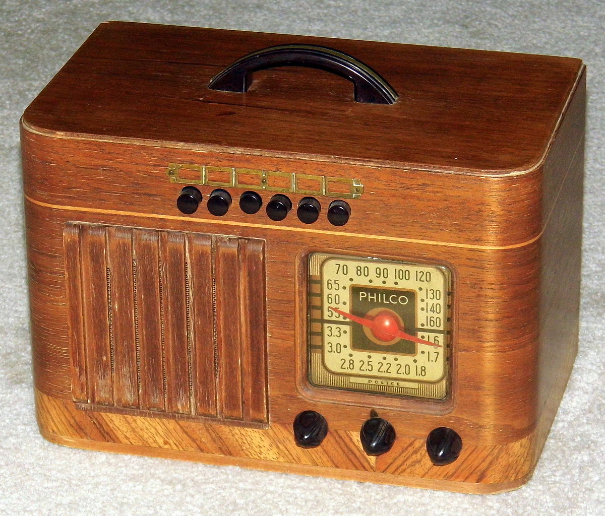 August 2014 Cpo Offers Table Jpg: File:Vintage Philco Wood Table Radio With Push Buttons