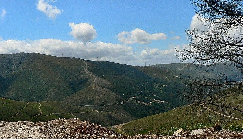 Image:Vista da Serra da Estrela - Parque eólico.JPG