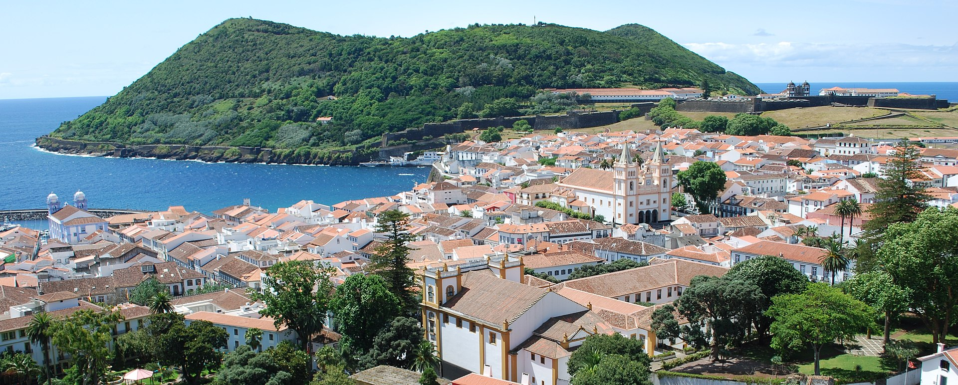 Vista sobre Angra do Heroismo (cropped).jpg