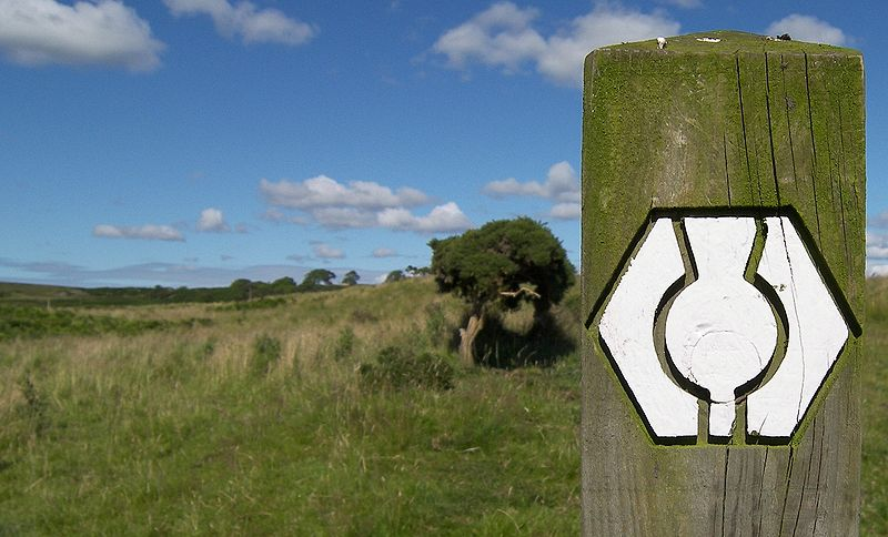 File:Waymarker at Southern Upland Way.JPG