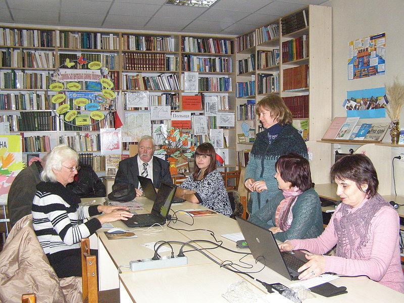 Віківишкіл у бібліотеці міста Старобільськ (3 листопада). Автор фото — Pavlo1, ліцензія CC-BY-SA-4.0