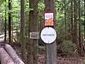 Zeichen beim Waldweg.jpg