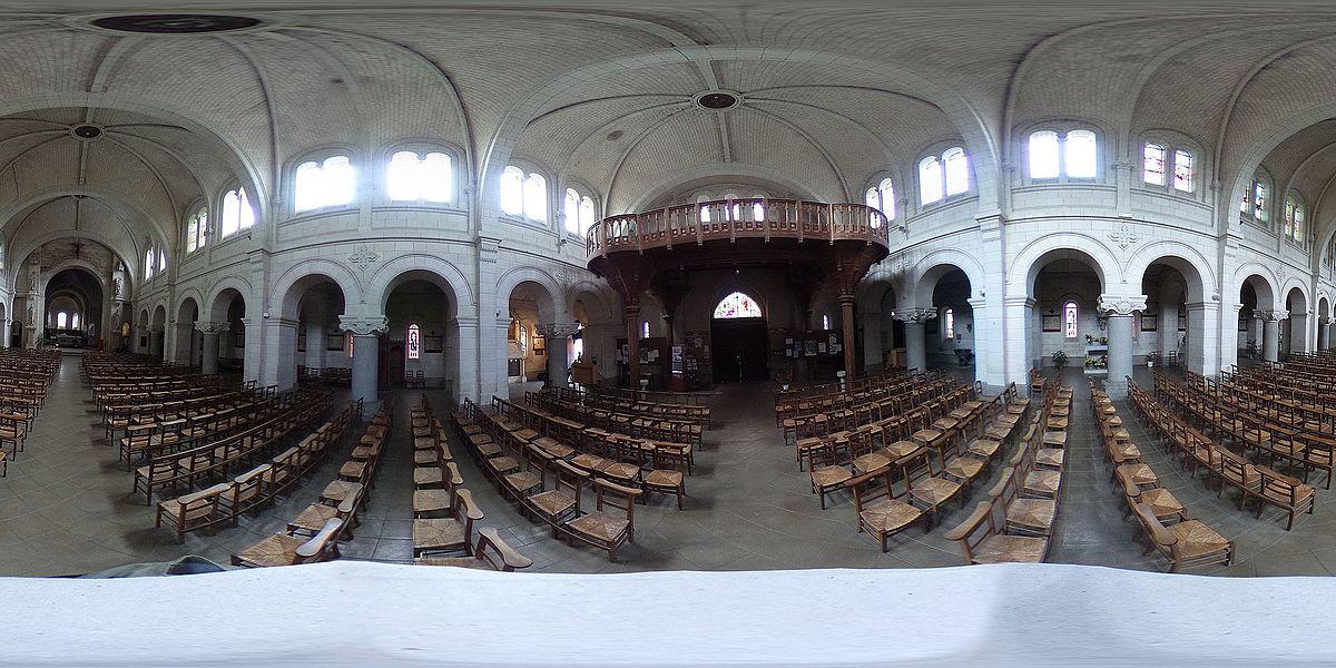 Église Saint-Pierre de Chemillé, à Chemillé-en-Anjou (Maine-et-Loire, France). Intérieur.
