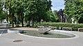 Ölzantbrunnen im Arthur-Schnitzler-Park, Baden 02.jpg