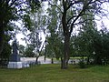 Братська могила радянських воїнів в с.Кинашівка біля школи 03.jpg