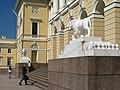 Михайловский дворец, львы у входа04.jpg