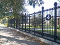 Ограда (2), сквер у заводоуправления «Ижмаш», Ижевск.jpg