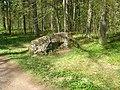 Ораниенбаум, Верхний парк, Валун на Английской аллее.jpg