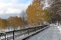 Первый снег на осенней набережной.jpg