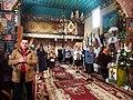 Прихожани моляться на Провідну Неділю в Миколаївській церкві.jpg