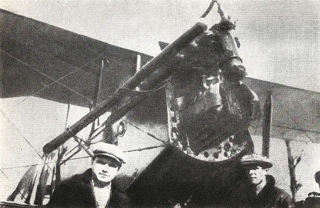 Михаил Водопьянов (справа) и Харитон Славороссов у самолёта «Конёк-горбунок». 1925 год.
