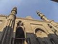 منظر طولي لمسجد الرفاعي ومئذنتيه.jpg