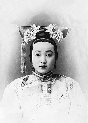 "Chinese nobility - 2 sisters concurrently spouses of the same the Guangxu Emperor (AD 1871–1908) are pictured in this image and the one immediately below: in this one Consort Zhen, popularly mislabelled with the lower-ranking title ""Pearl Concubine"" in English, his favorite, and her older sister..."
