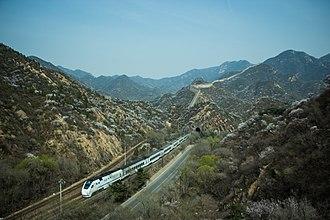 Beijing–Baotou Railway - Image: 列车行驶在京张铁路上