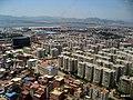 厦门高崎机场上空, 飞机正在降落,前下方是翔鹭花城 - panoramio.jpg
