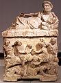 -0150 Ascheurne - Gelagerter Mann mit Kantharos Altes Museum anagoria.JPG