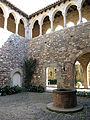 066 Castell cartoixa de Vallparadís (Terrassa)m claustre.JPG