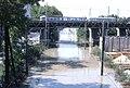 082L19230781 Hochwasser Donau, Bereich Reichsbrücke, Handelskai, Blick Richtung stromaufwärts auf die überschwemmten Gleise der Donauuferbahn.jpg