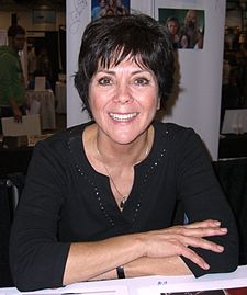 The 68-year old daughter of father Paul DeWitt and mother Norma DeWitt, 161 cm tall Joyce DeWitt in 2017 photo