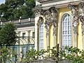 1023.Die mit 36 Bacchantenhermen und Bachantinnen beschmückte Südfassade Sanssoucis Steffen Heilfort.JPG