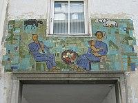 1160 Lorenz Mandl-Gasse 36-38 - Supraportenmosaik Familie von Leopold Birstinger 1959 IMG 2825.jpg