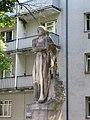 1210 Werndlgasse 14-18 - Natursteinplastik Arbeiter mit Hammer von Wilhelm Frass 1934 (Replik 1954) IMG 4750.jpg