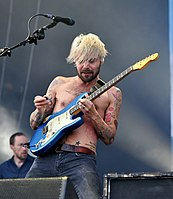 13-06-07 RaR Biffy Clyro Simon Neil 07.jpg