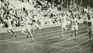 Athletics at the 1912 Summer Olympics – Men's 200 metres - Image: 1912 Athletics men's 200 metre final 2