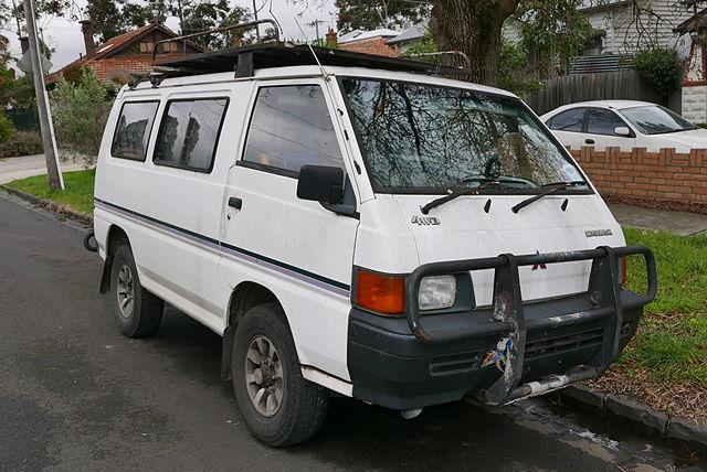 File:1990 Mitsubishi Express (SF) 4WD van (2015-06-18) 01